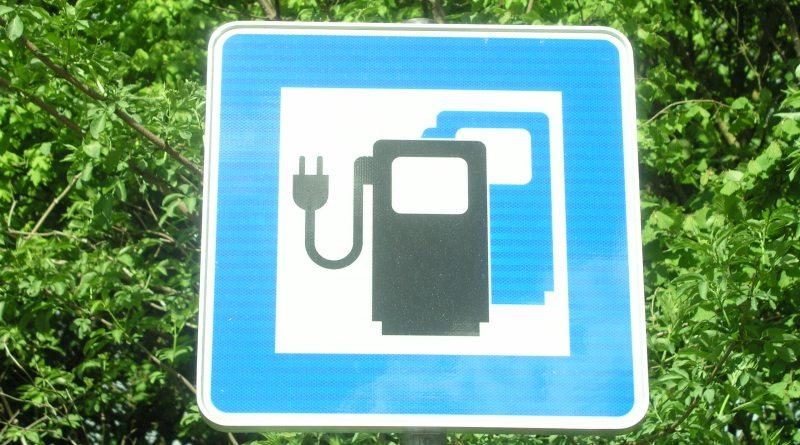 Elektro Auto Tankstelle Hinweisschild