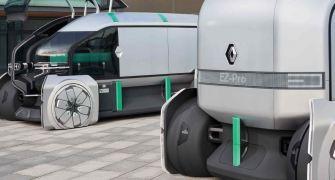 """autonomer Transporter von Renault """"im depot"""""""