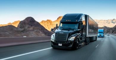 Daimler Trucks investiert eine halbe Milliarde Euro in hochautomatisierte LkwDaimler Trucks invests half a billion Euros in highly automated trucks