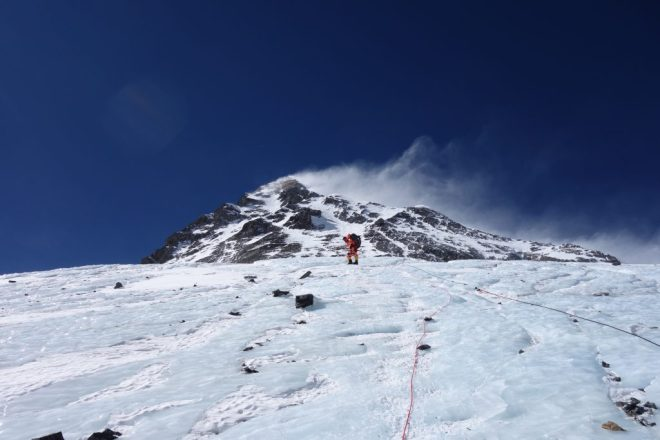 Descending-Everest-with-some-wind-1024x683