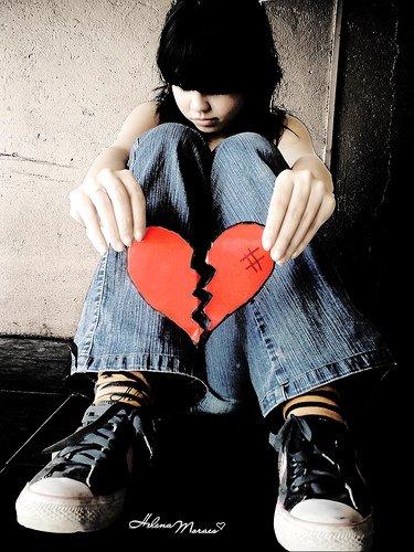 BROKEN HEART Emo Wallpaper Emo Girls Emo Boys Emo