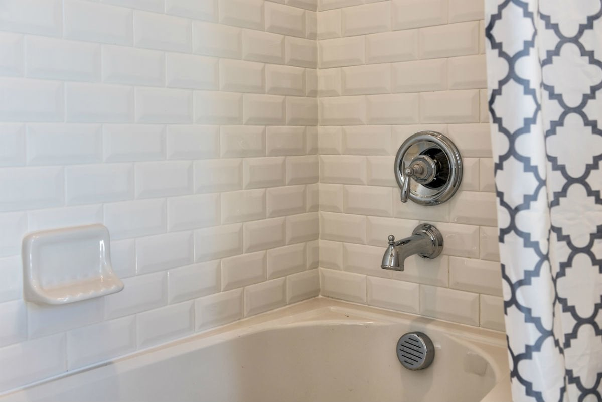 the best caulk for showers and tubs
