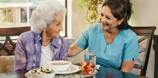cuidadora gerocultora asistente de geriatria elder care taker geriatric assistant
