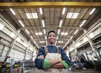 empleada para fabrica operadora de-estamoillado woman in factory