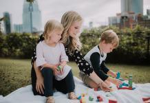 niñera empleada del hogar babysitter canguro cuidadora de niños