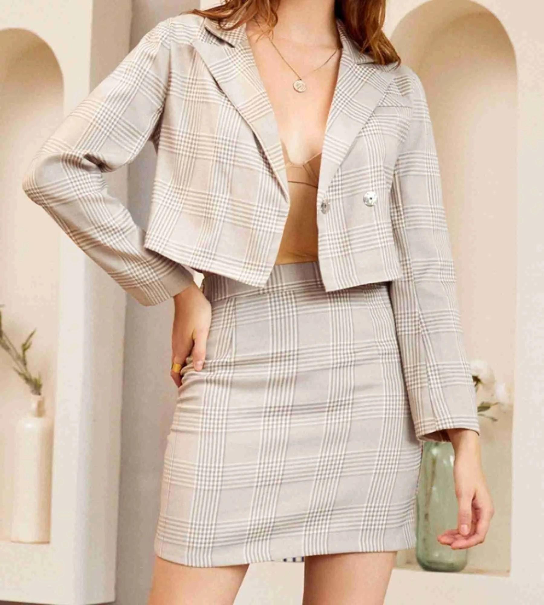 Tailleurs femme : votre pantalon tailleur chic et habillé | CAROLL