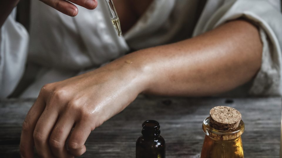 What's Best for Eczema (Atopic Dermatitis): Coconut Oil vs. Mineral Oil vs. Vaseline