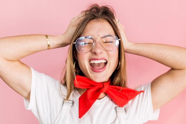 Pourquoi certaines femmes un peu trop parfaites à notre goût arrivent-elles à nous donner l'impression d'être nulle? Comment se défaire de la comparaison et la jalousie? Je vous partage mon expérience avec la collègue parfaite.