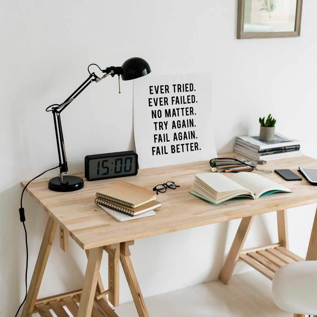 home ofice, luminária e mesa