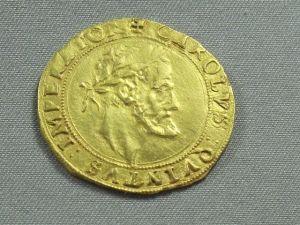 Antigua moneda carolingia de oro vía http://pixabay.com