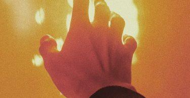 https://www.pexels.com/photo/sunset-hands-hand-sun-4586258/