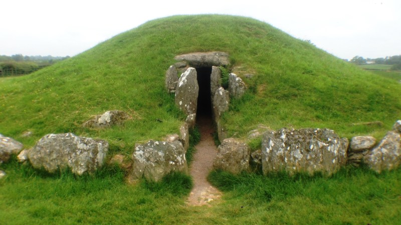 Burial Chamber Shrouded in Mystery 1 Bryn Celli Ddu Burial Chamber entrance to Bryn Celli Ddu Burial Chamber Sometimes, I am a bit old-fashioned when it comes to travel. I will get a paper map