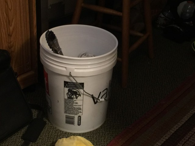 5 gallon bucket with stirrer