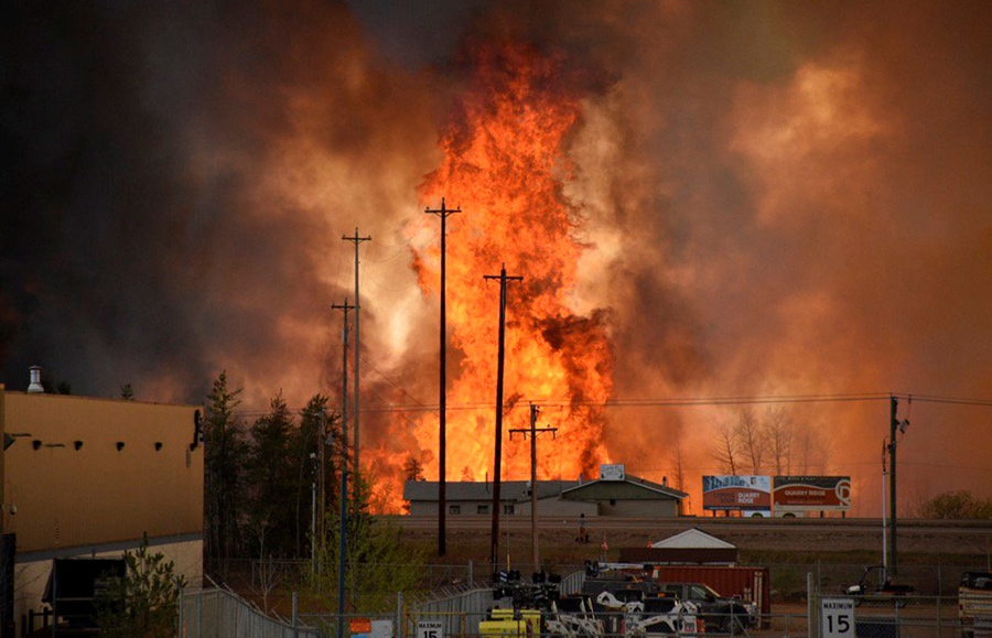 Flames rise in Industrial area south Fort McMurray, Alberta Canada May 3, 2016. Terry Reith/CBC News/Handout via REUTERS ATTENTION EDITORS - THIS IMAGE WAS PROVIDED BY A THIRD PARTY. EDITORIAL USE ONLY. NO RESALES. NO ARCHIVE. MANDATORY CREDIT. ONE TIME USE ONLY. - RTX2CVK1