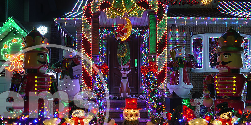 holiday decorations in hoa