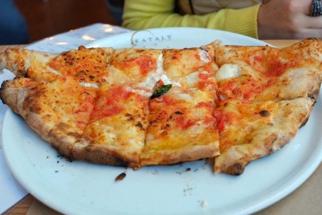 As pizzas e calzones são excelentes! Só fuja do domingo à noite, quando a fila de espera para as pizzas pode chegar a duas horas!