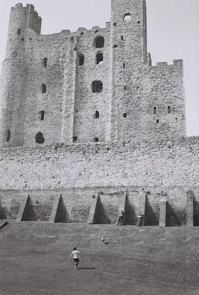 'Through the Defense'. Rochester, Kent (Apr '15)
