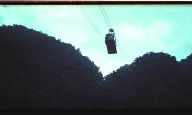 Cable cars – Shot on Lomography Lomochrome Purple XR 100-400 at EI 400 (120 format)