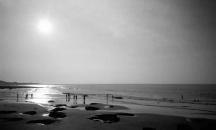 Life's a beach – Kodak T-MAX 100 (35mm)