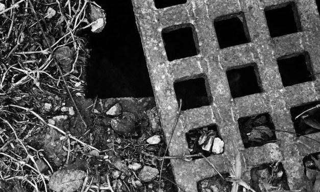 Feeling drained – Shot on Kodak Tri-X 400 at EI 1600 (35mm)