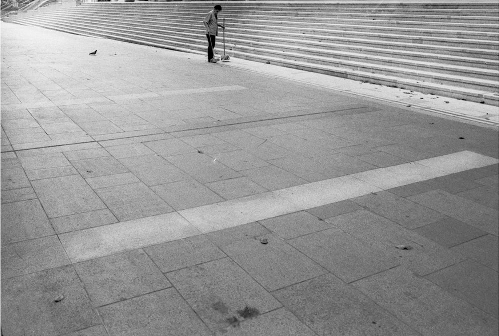 Man sweeping the pavement, Singapore - Leica M6 / 28mm Elmarit / Ilford HP5+ / Ilford HC