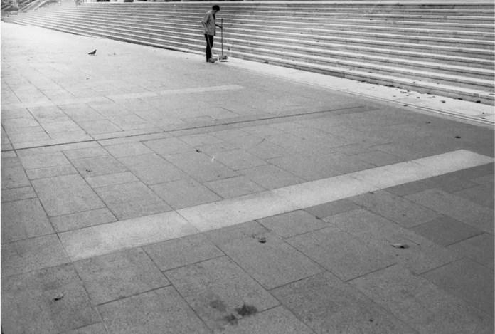 Man sweeping the pavement, Singapore - Leica M6 / 28mm Elmarit / Ilford HP5+ / Ilford HC