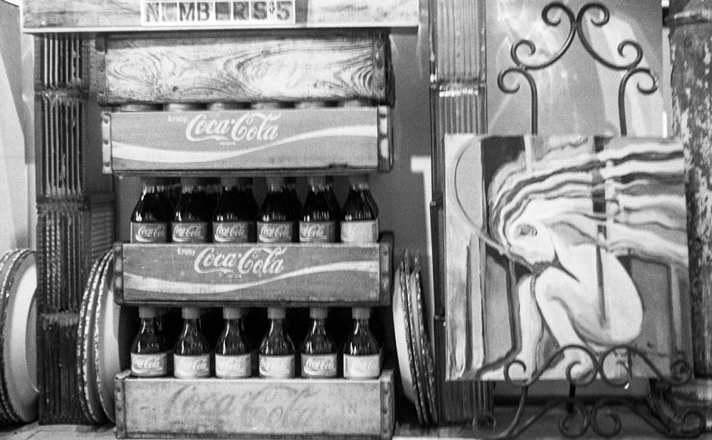 Coke - Exakta Varex IIb - Ilford HP5+ - Zeiss Panacolor 35mm