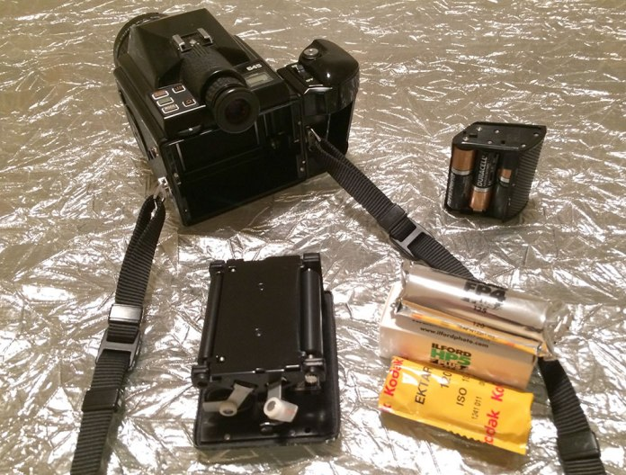 Pentax 645 - Film insert and battery pack