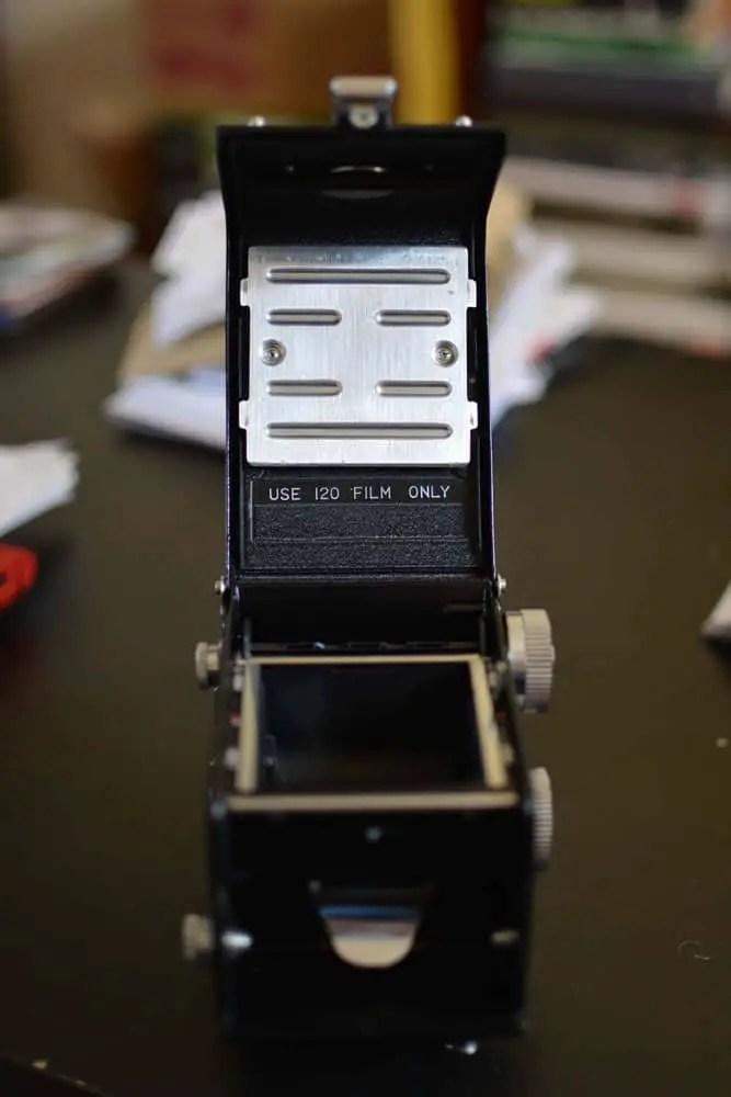 Yashica D - Rear - Film door pressure plate