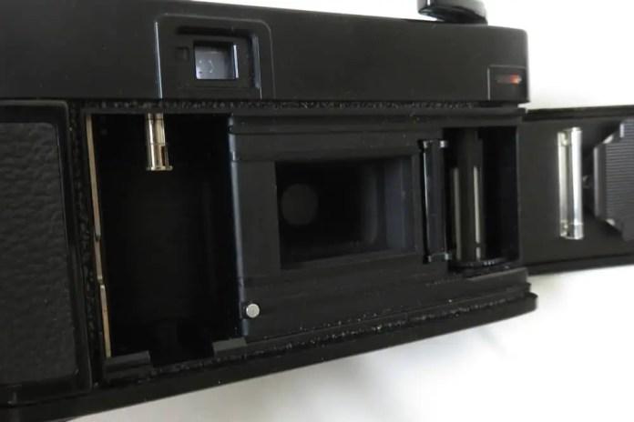 Minolta Hi-Matic - Film compartment