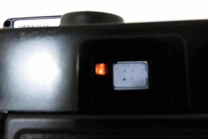 Minolta Hi-Matic - Flash-ready blinking light