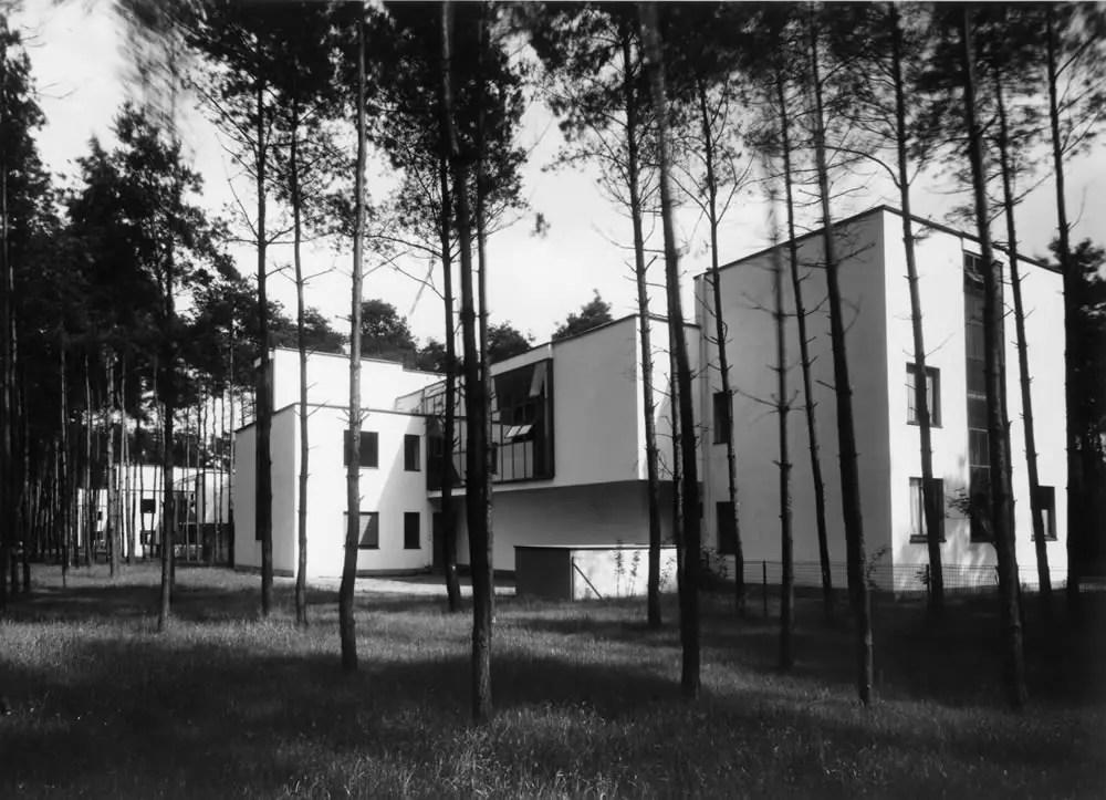 Masters' Houses, Kandinsky-Klee from north-west, architecture: Walter Gropius / photo: Lucia Moholy, 1926. Bauhaus-Archiv Berlin / © VG Bild-Kunst, Bonn 2016. Source: Masters' Houses, Kandinsky-Klee from north-west, architecture: Walter Gropius / photo: Lucia Moholy, 1926. Bauhaus-Archiv Berlin / © VG Bild-Kunst, Bonn 2016. Source: bauhaus100.de