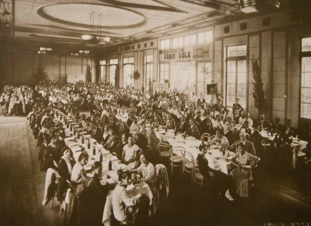 Gala employee luncheon in Venice, 1930s (archival image courtesy FILM Ferrania)