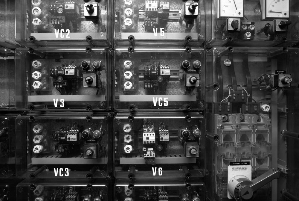Original electric board within the LRF are transparent because so that technicians can see the electrical scheme at glance. - FILM FERRANIA P30, June 2017