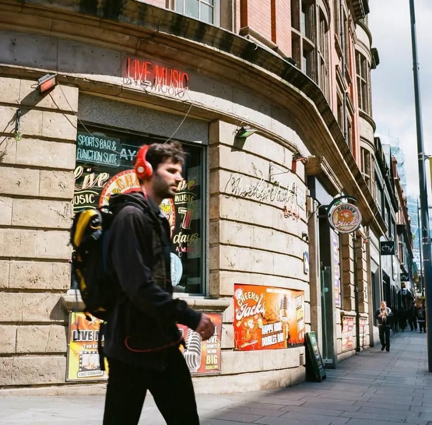 Stig - @Stig_Ofthedump #SummerFilmParty @SummerfilmParty Gear: Minolta Autocord Location: Liverpool, UK Colour Film Negative: Ektar 100 Category: Street Life🍻
