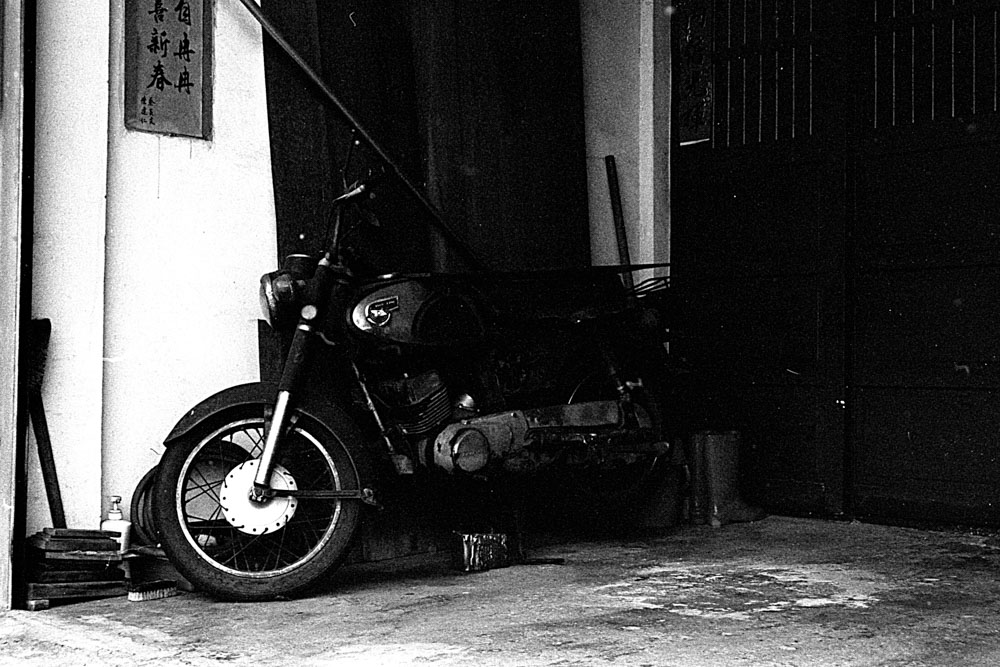 Lucky New SHD 100 EI 400 - Under exposed