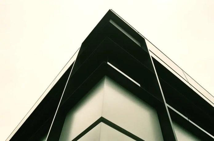 Ping building corner