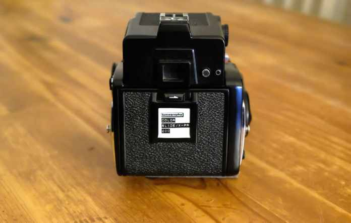 Mamiya 645 1000S - Loading film step 7 - Close the film door and slide in your film reminder…done!