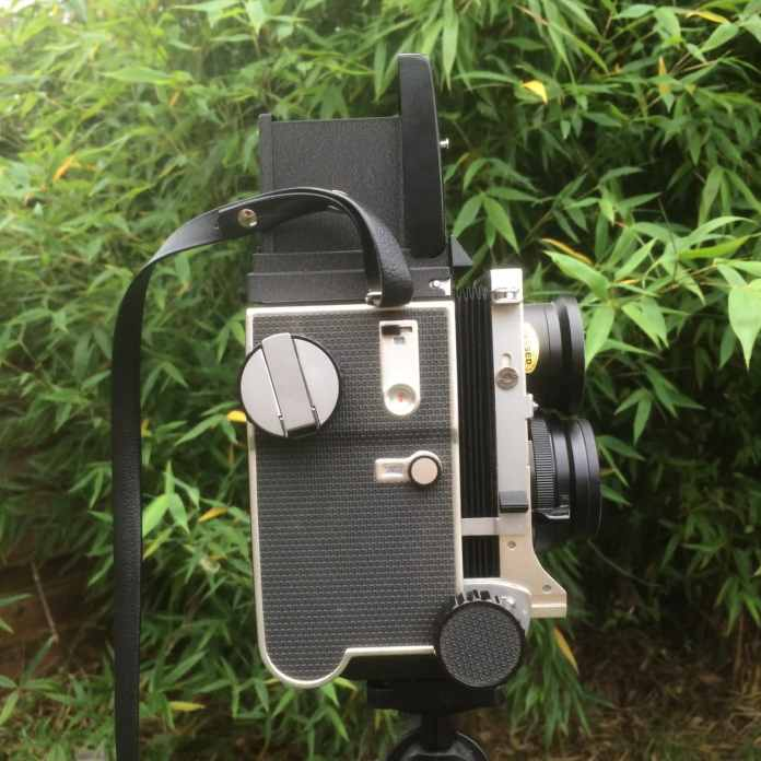 Mamiya C220 Professional TLR - Figure 1 - Right view