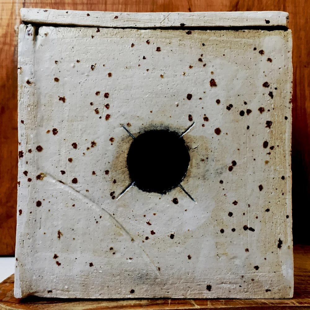Camera build: Ceramic Pinhole Camera - by Toby Van de Velde