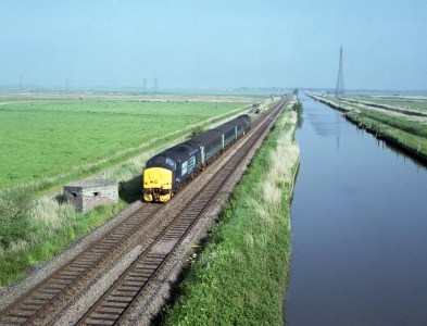 Train alongside the New Cut at Haddiscoe Dam, Norfolk - ILFORD XP2 Super (C-41 processing by Skears)