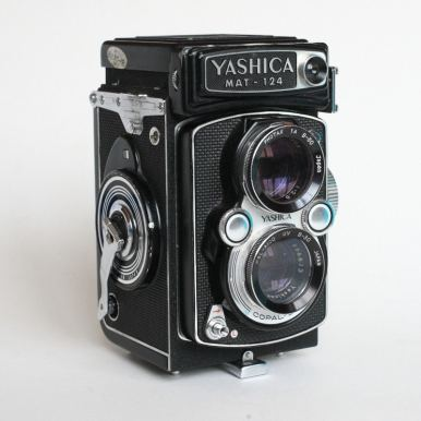 Yashica Mat-124 - Front Left