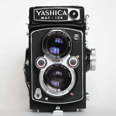 Yashica Mat-124 - Front
