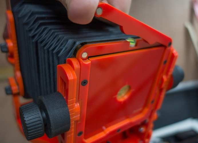 Chroma 4x5 review - Lens board lock