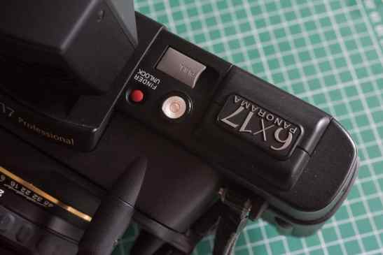 Fuji Panorama GX617 Camera Review - Spirit level and finder release