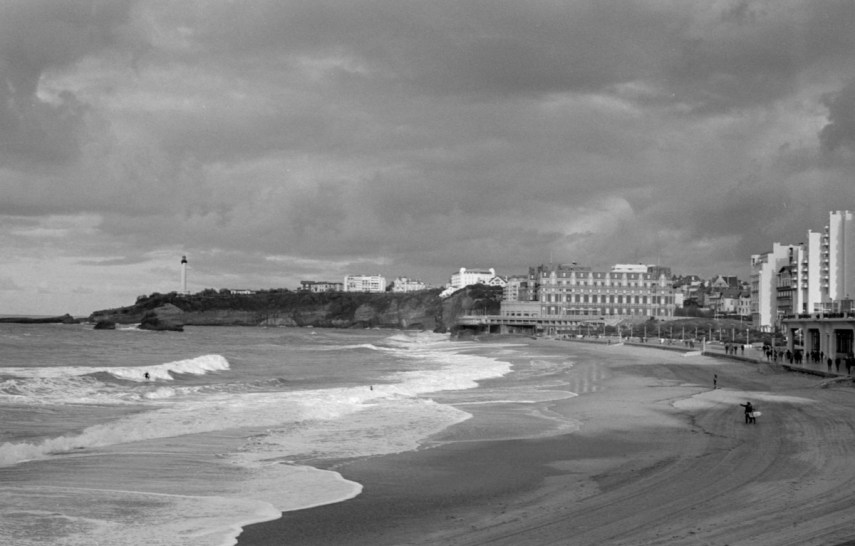 Biarritz, France, 2018. ILFORD HP5 PLUS, Contax G2