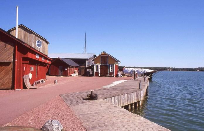 Mariehamn, Åland - Nikon F4 | Fujifilm Velvia 100