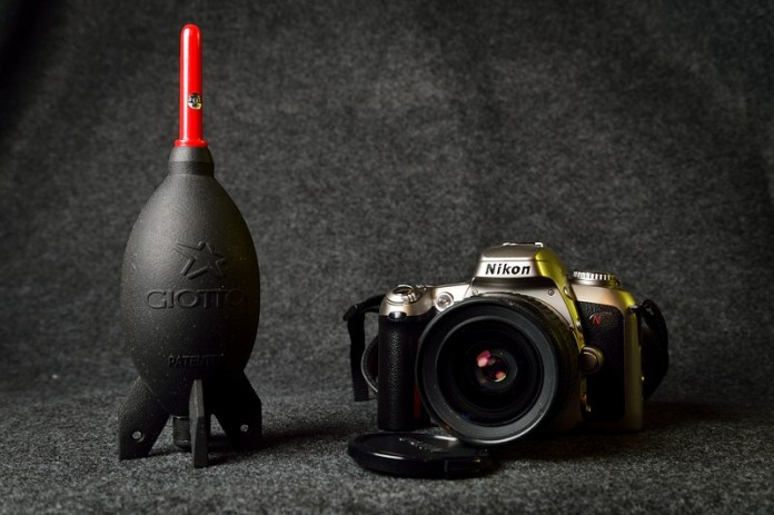 Nikon N75 and Giottos rocket blower