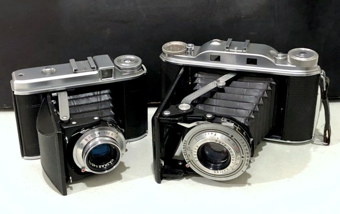 Voigtländer Perkeo I (left) and Agfa Record III