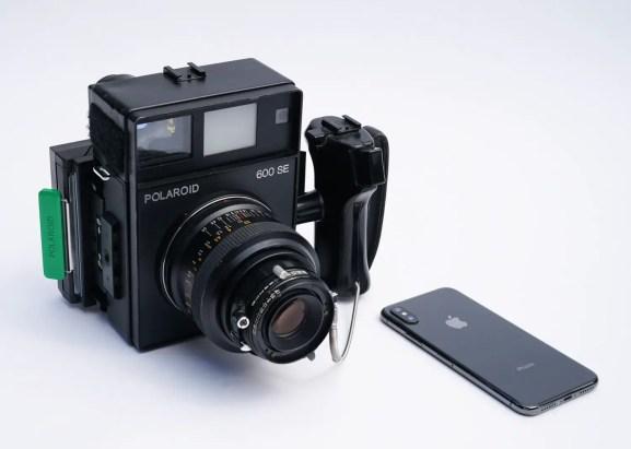 Polaroid 600SE, The Goose vs Apple iPhone 01